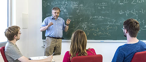 Prof. Dr. Christian Klingenberg teaches in front of a blackboard