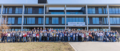 Group picture with 191 students in front of the Z6